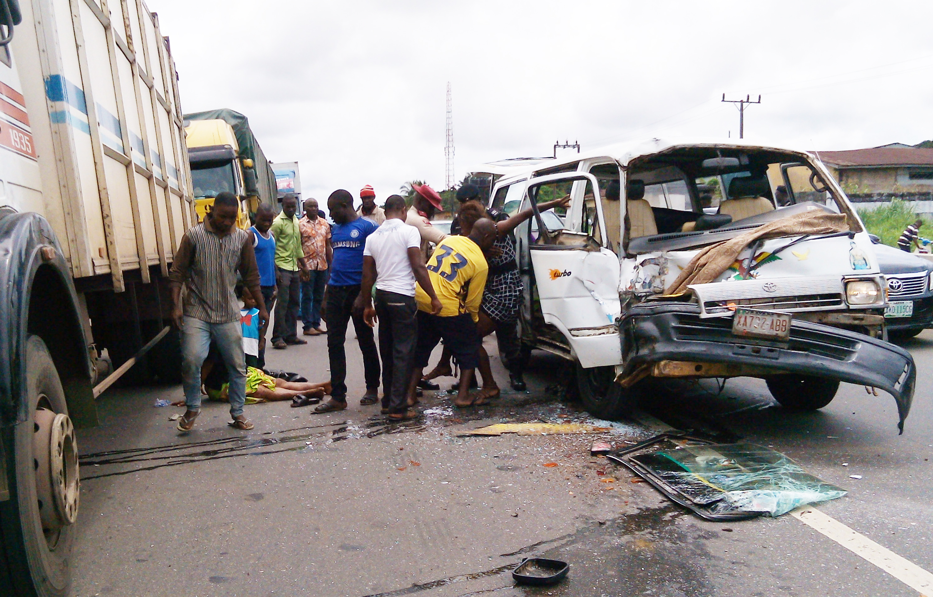 Accident claims 2 corp members, 4 others in Delta